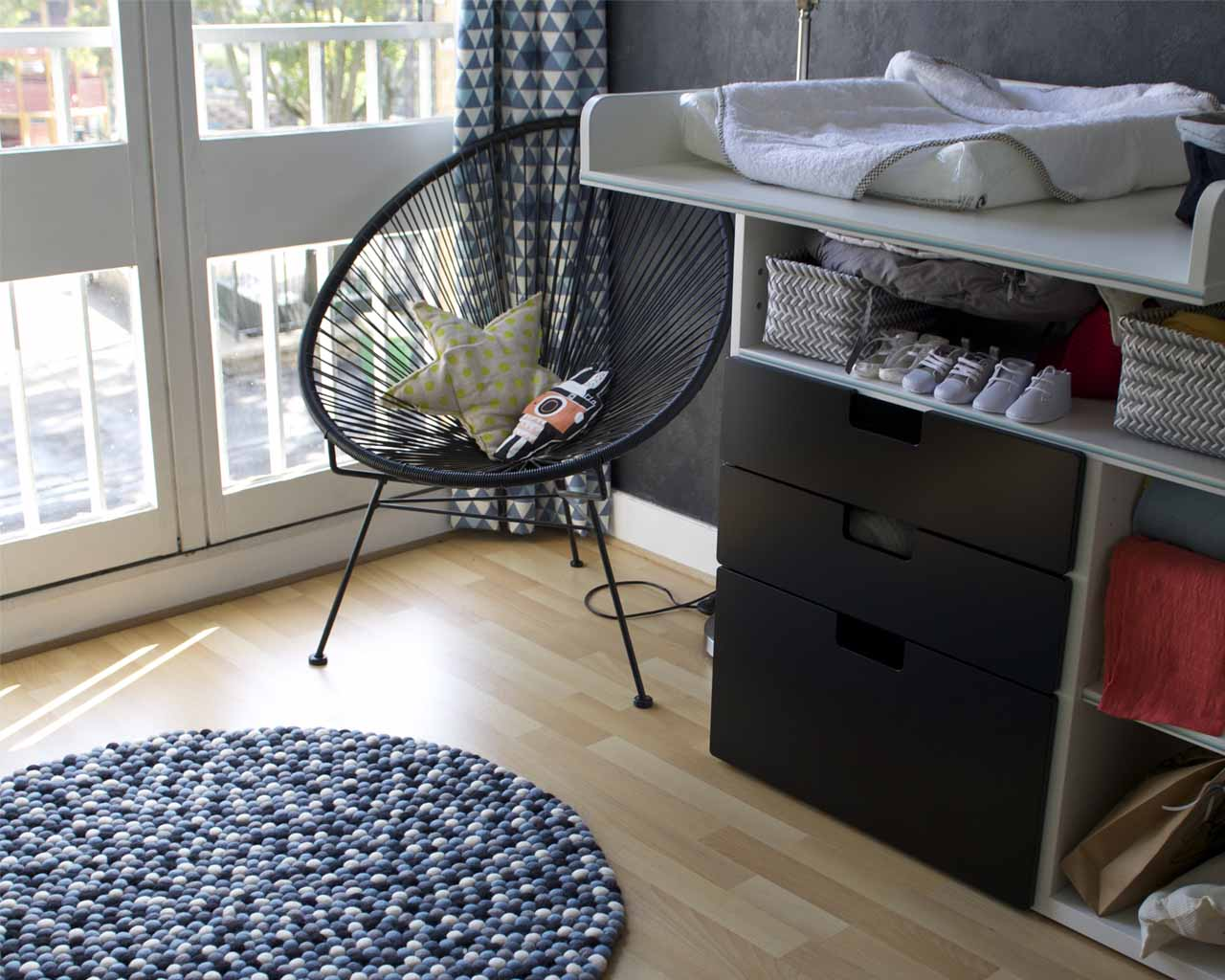 hand knotted black steel chair and star cushion modern rug store