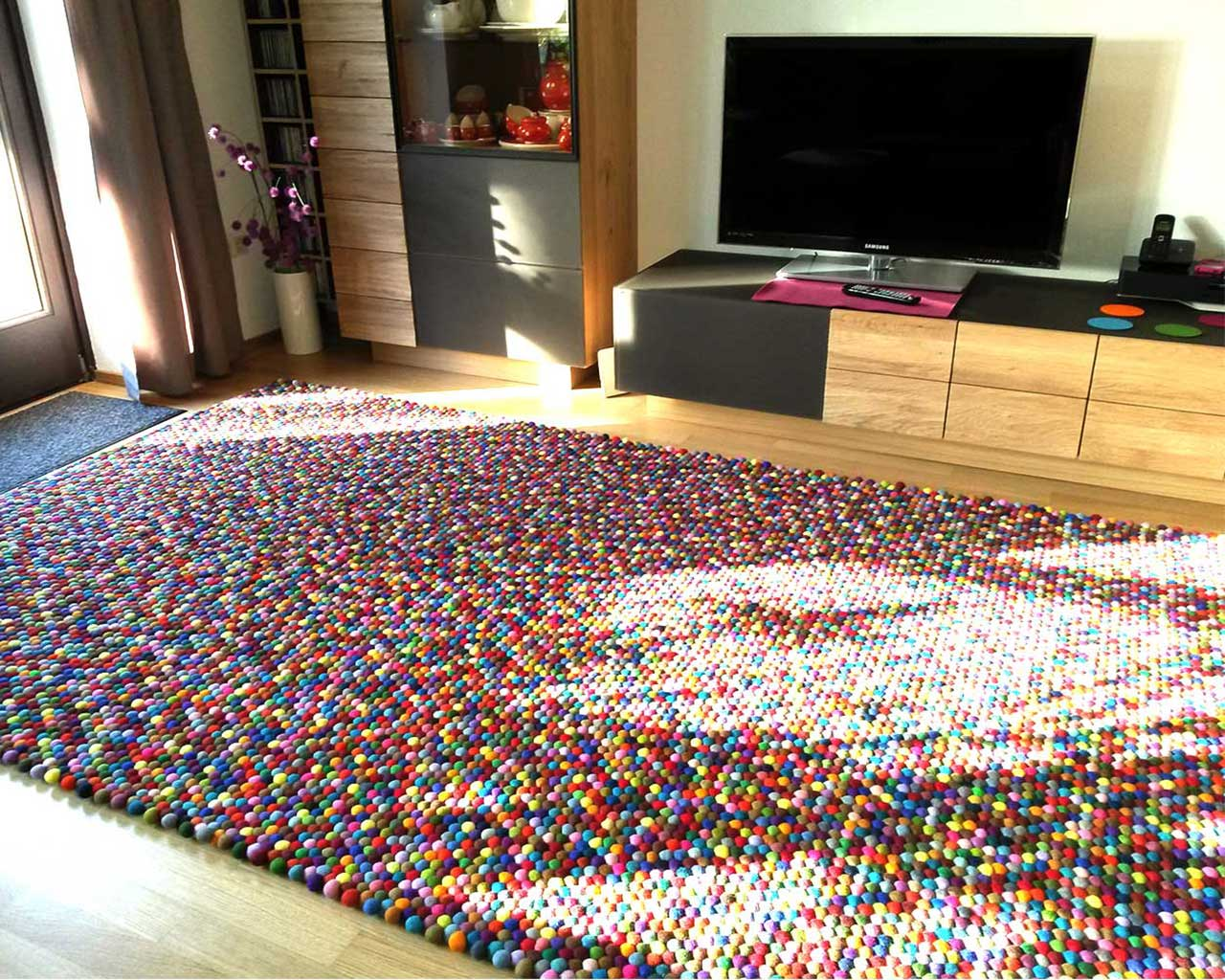 tv living room colorful carpet